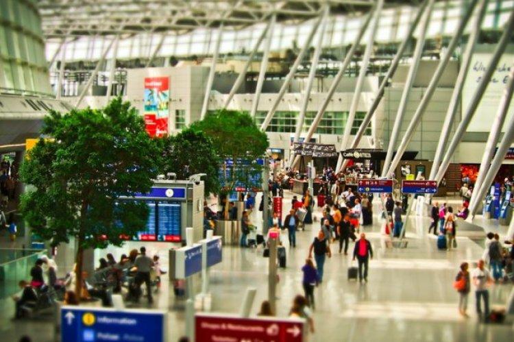 Vienna Airport bids on budget carriers