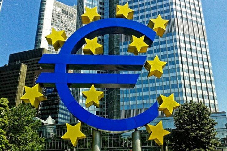 Опрос Reuters: ECB отложит повышение ставок