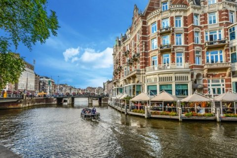 What scares away investors into real estate of Amsterdam?