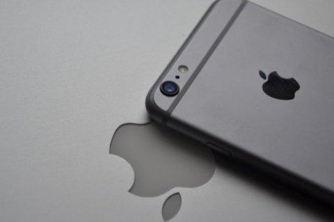 Stocks of iPhone display makers slump