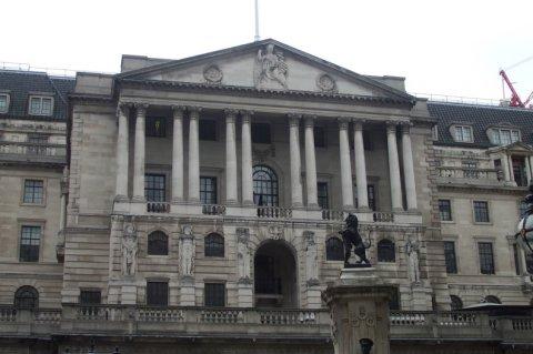 Банки Великобритании одобрили меньше ипотечных кредитов в прошлом месяце