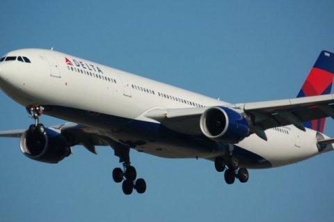Акции американских авиалиний опять падают