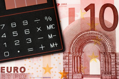 Евро падает перед первой встречей ЕЦБ в этом году: новости рынков