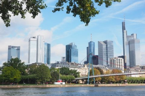 Global banks are transferring about 800 billion euro of assets to Frankfurt