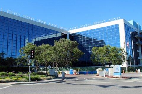 Акции Intel падают