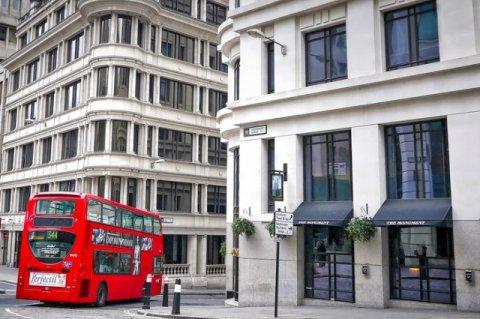 Цена на дома Лондона падают медленнее, но это не признак восстановления