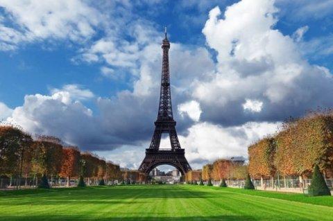Розничный, транспортный и туристический сектора страдают из-за протестов во Франции