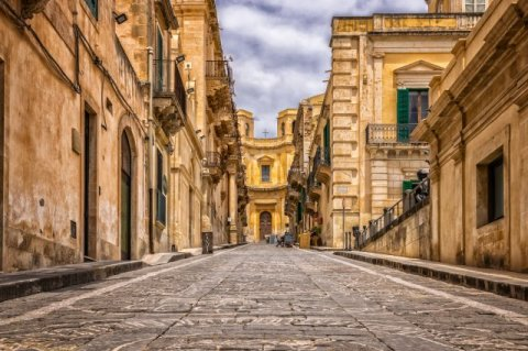 Итальянская деревня предлагает €9,000 за переезд