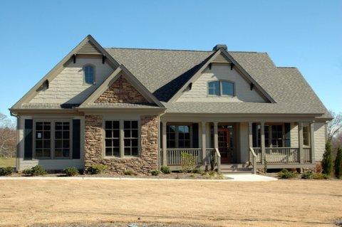 Продажи домов в США упали в декабре до самого низкого уровня за три года