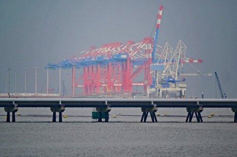 Supply risks threaten oil market