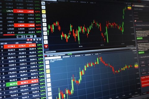 Nikkei падает из-за низких объёмов производства